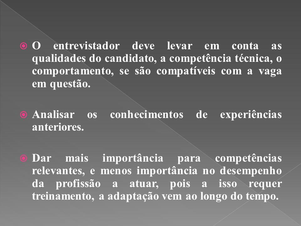  O entrevistador deve levar em conta as qualidades do candidato, a competência técnica, o comportamento, se são compatíveis com a vaga em questão.