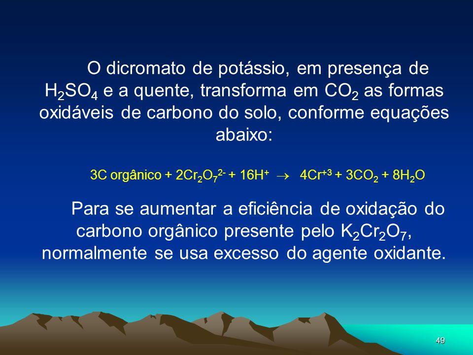 49 O dicromato de potássio, em presença de H 2 SO 4 e a quente, transforma em CO 2 as formas oxidáveis de carbono do solo, conforme equações abaixo: 3
