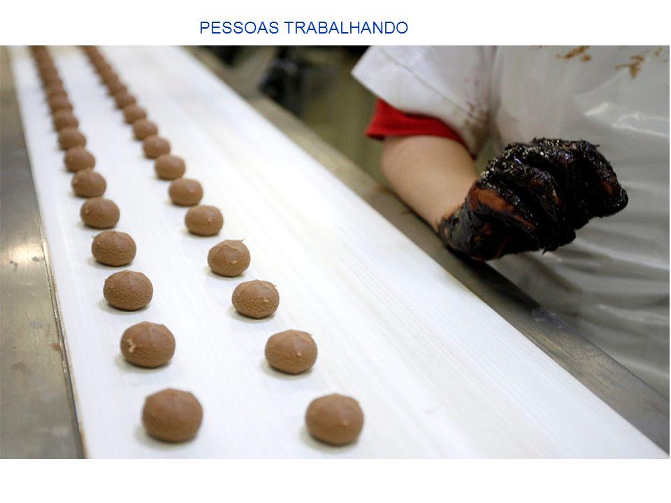 PESSOAS TRABALHANDO