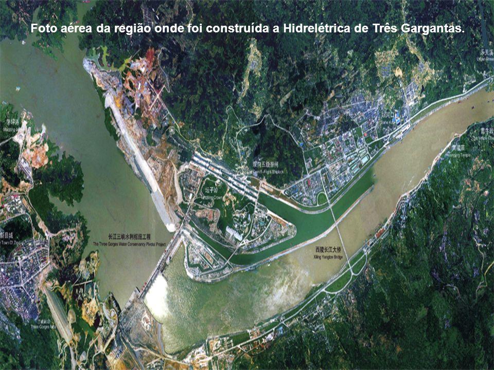 Foto aérea da região onde foi construída a Hidrelétrica de Três Gargantas.