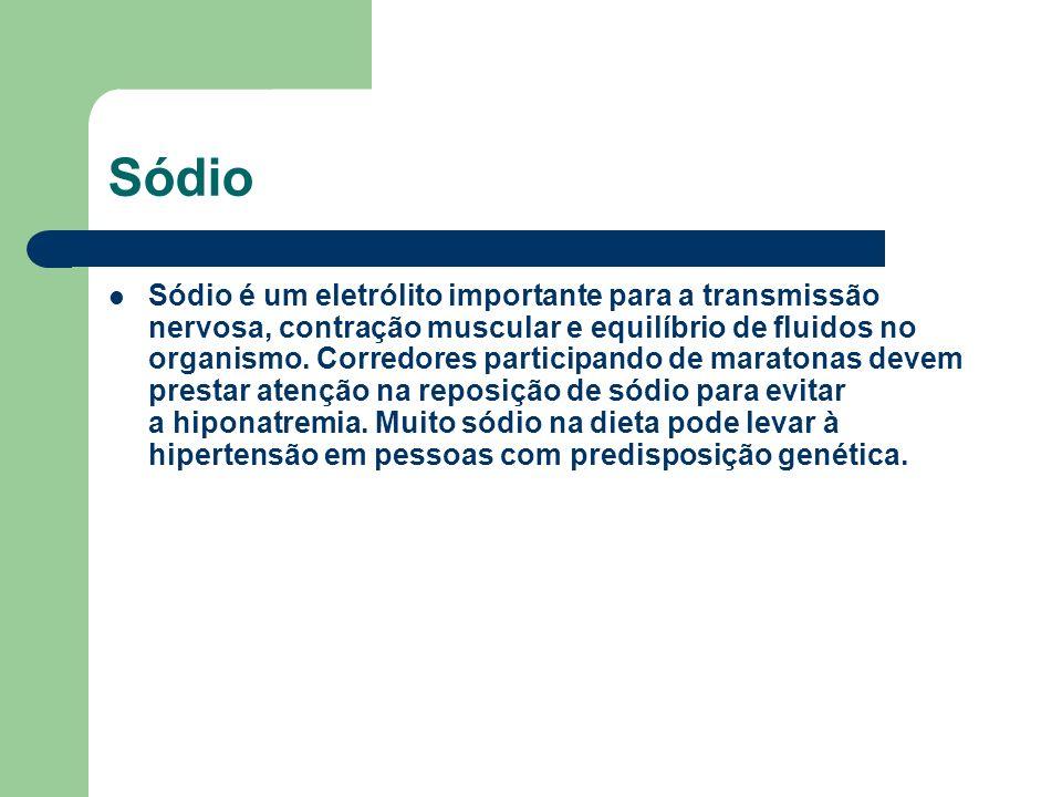 Sódio Sódio é um eletrólito importante para a transmissão nervosa, contração muscular e equilíbrio de fluidos no organismo. Corredores participando de