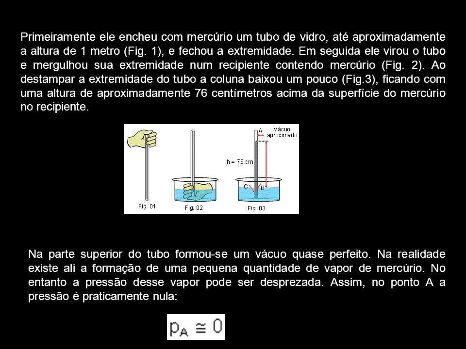 Os pontos C e B pertencem ao mesmo líquido e estão no mesmo nível; assim: p C = p B mas a pressão no ponto C é a pressão atmosférica: p C = p atm De I, II e III temos: p atm = dgh onde d é a densidade do mercúrio e h = 76 cm = 0,76 m Supondo g = 9,8 m/s 2 e sabendo que a densidade do mercúrio é de 13,6.