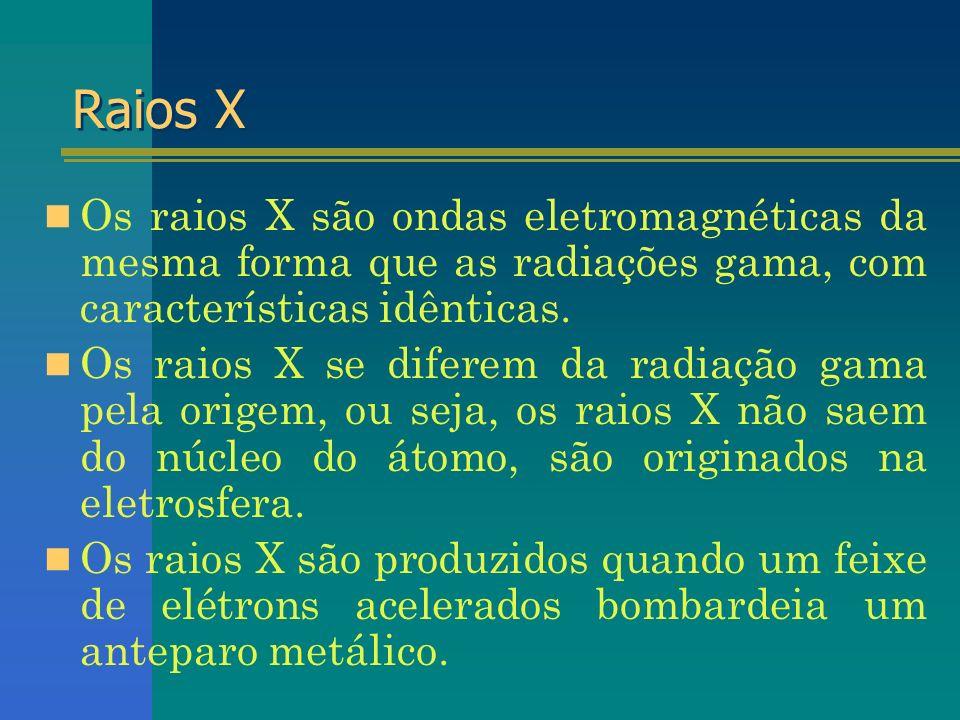Raios X Os raios X são ondas eletromagnéticas da mesma forma que as radiações gama, com características idênticas. Os raios X se diferem da radiação g