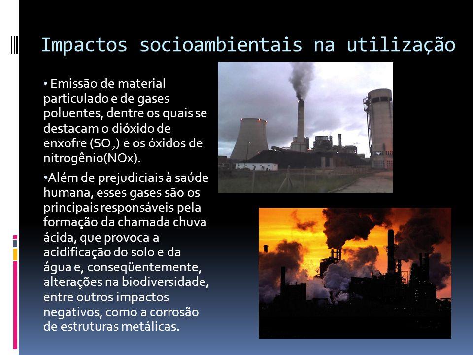 Fonte Energética % do uso mundial* % do uso no Brasil (1998)** Problemas associados Fóssil: carvão petróleo gás natural 27,0 39,9 23,2 4,9 33,6 2,7 Poluição do solo e da água, pela mineração e processamento; poluição atmosférica pela emissão de gases e partículas na combustão.