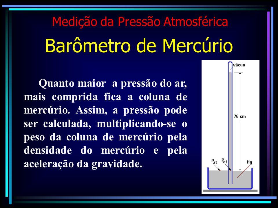 Quanto maior a pressão do ar, mais comprida fica a coluna de mercúrio. Assim, a pressão pode ser calculada, multiplicando-se o peso da coluna de mercú