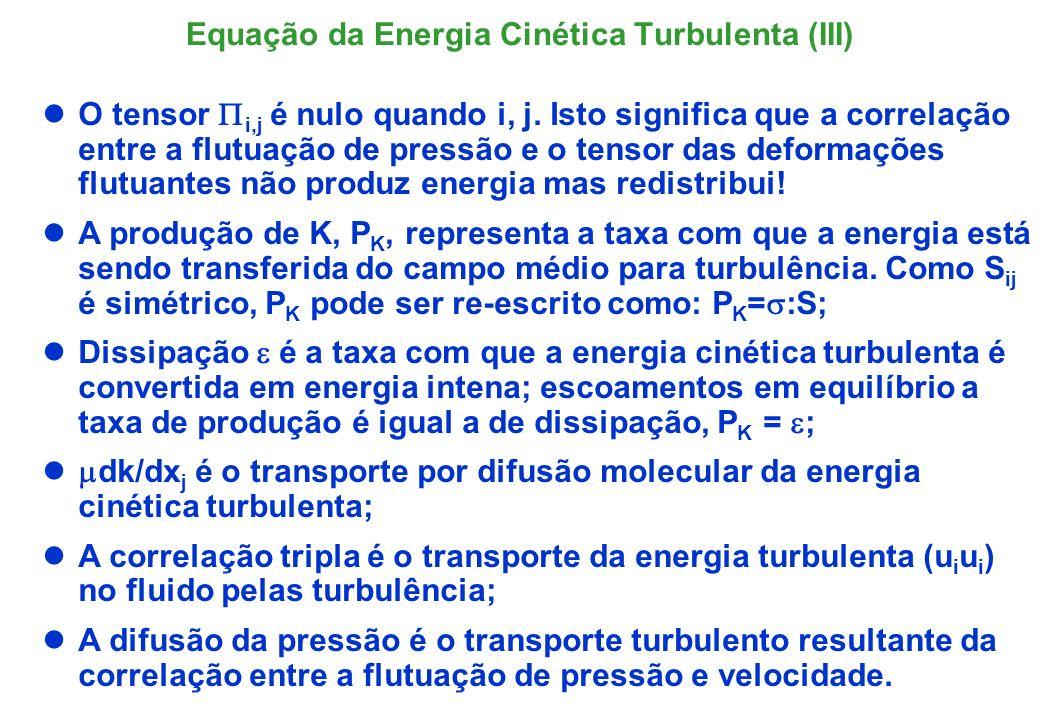 A mesma equação também se chega a partir da média temporal no operador: q é a energia cinética e sua decomposição; o valor médio de q é o quadrado da velocidade média (K) mais a média do quadrado das flutuações, (k); Define-se intensidade de turbulência como sendo a razão entre energias cinéticas das flutuações com o as do campo médio; tipicamente I < 5% porém pode atingir até 60%.