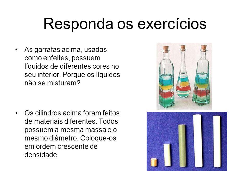 Responda os exercícios As garrafas acima, usadas como enfeites, possuem líquidos de diferentes cores no seu interior. Porque os líquidos não se mistur