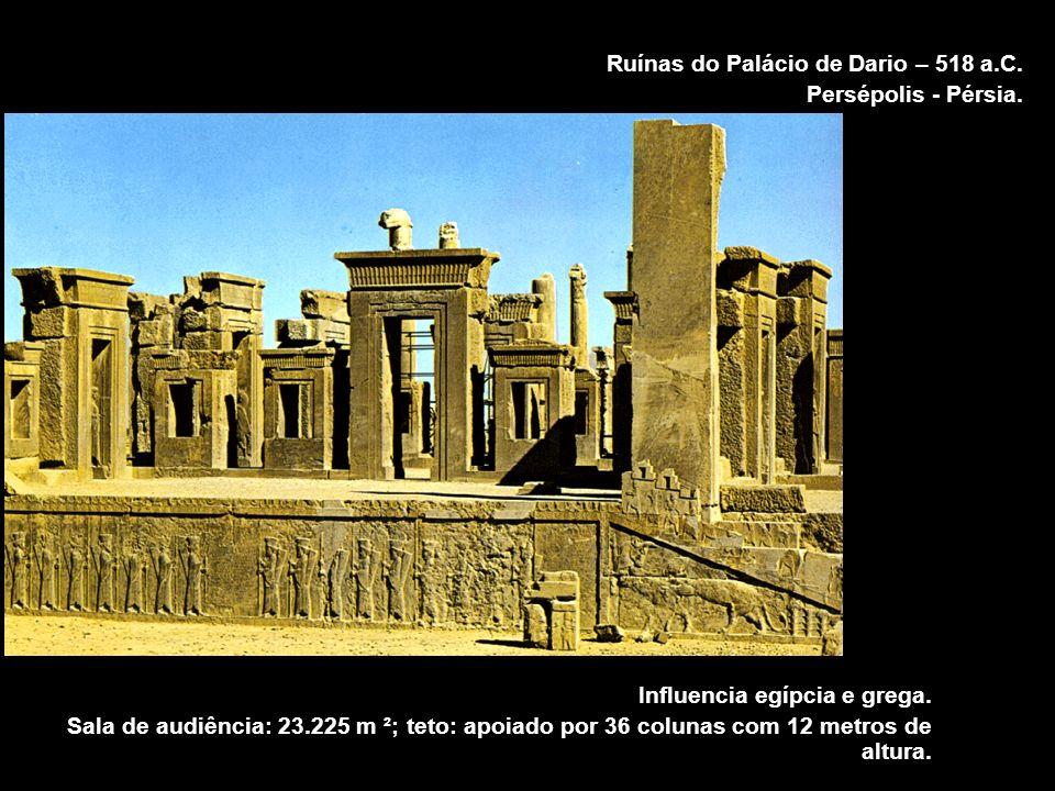 Ruínas do Palácio de Dario – 518 a.C. Persépolis - Pérsia. Influencia egípcia e grega. Sala de audiência: 23.225 m ²; teto: apoiado por 36 colunas com