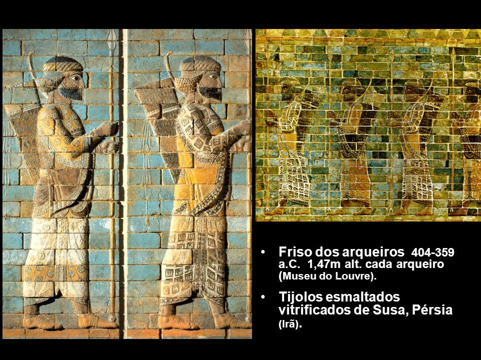 Friso dos arqueiros 404-359 a.C. 1,47m alt. cada arqueiro ( Museu do Louvre). Tijolos esmaltados vitrificados de Susa, Pérsia (Irã).
