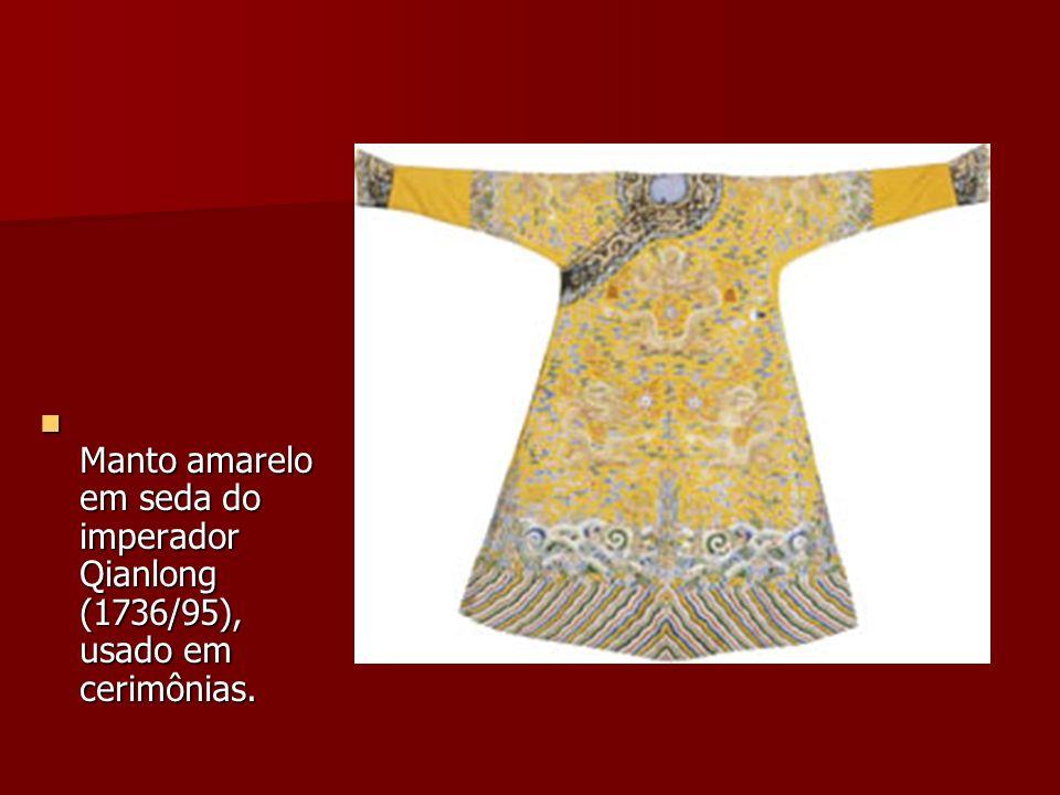 Manto amarelo em seda do imperador Qianlong (1736/95), usado em cerimônias. Manto amarelo em seda do imperador Qianlong (1736/95), usado em cerimônias