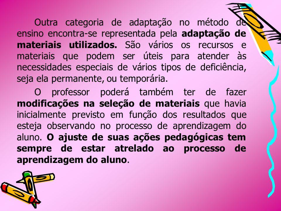 Outra categoria de adaptação no método de ensino encontra-se representada pela adaptação de materiais utilizados. São vários os recursos e materiais q