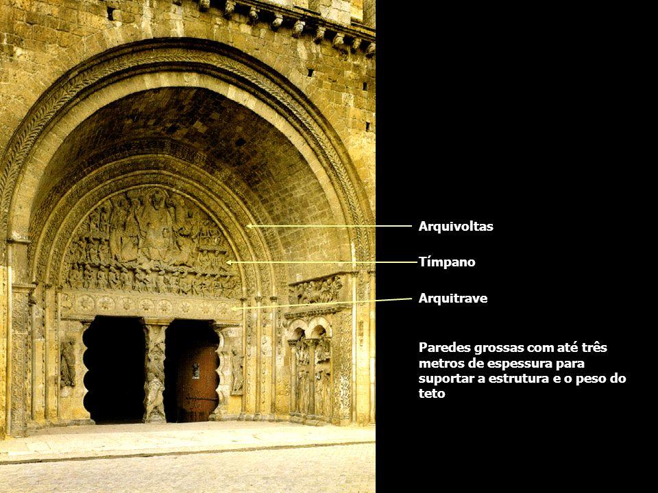 Igreja de Saint Pierre séc. XII - França Arquivoltas Tímpano Arquitrave Paredes grossas com até três metros de espessura para suportar a estrutura e o