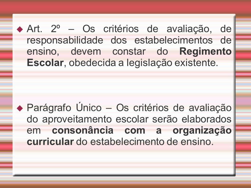Art. 2º – Os critérios de avaliação, de responsabilidade dos estabelecimentos de ensino, devem constar do Regimento Escolar, obedecida a legislação ex