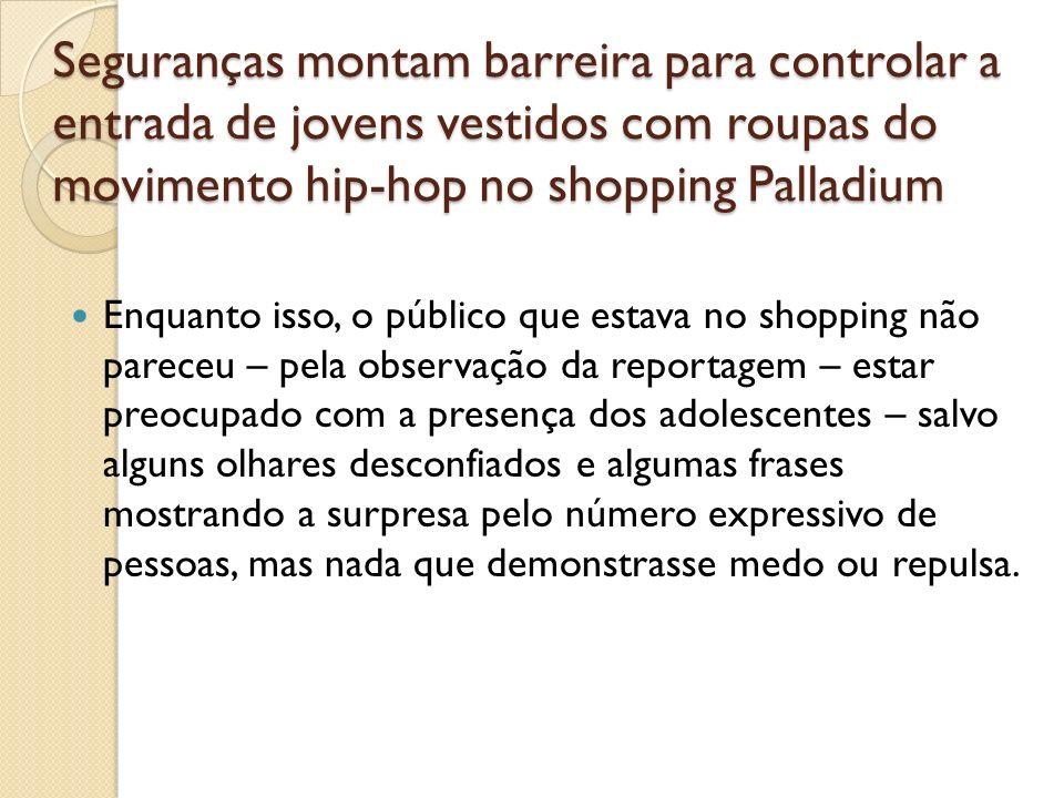 Seguranças montam barreira para controlar a entrada de jovens vestidos com roupas do movimento hip-hop no shopping Palladium Enquanto isso, o público