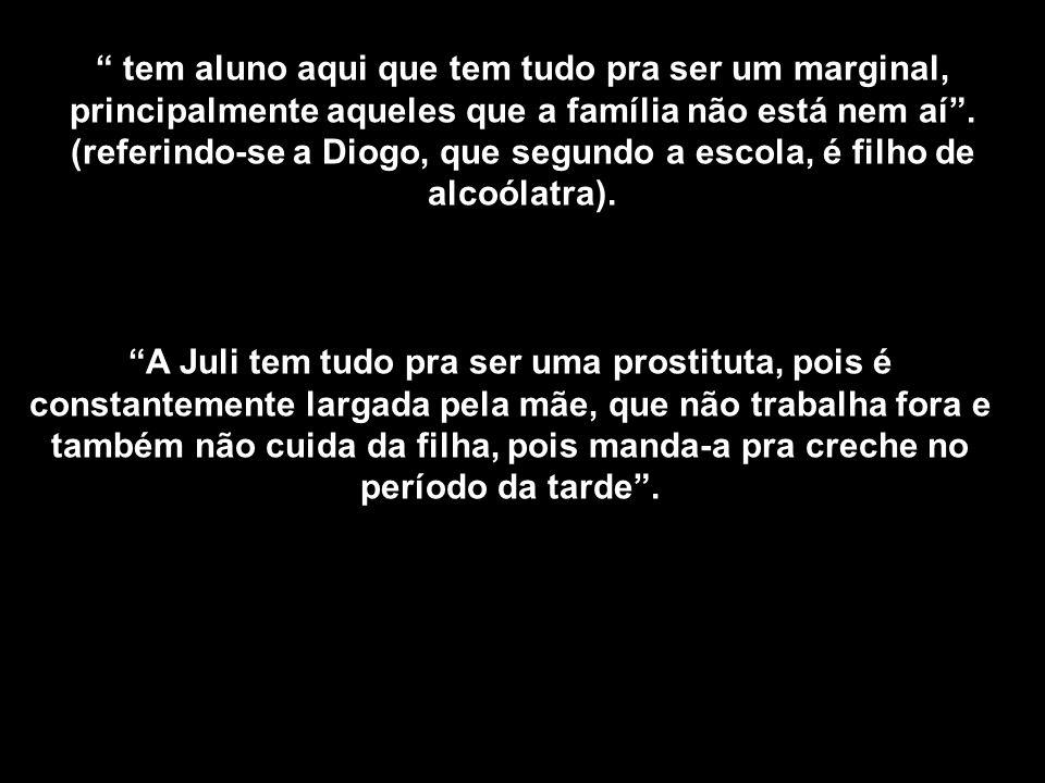 A Juli tem tudo pra ser uma prostituta, pois é constantemente largada pela mãe, que não trabalha fora e também não cuida da filha, pois manda-a pra cr