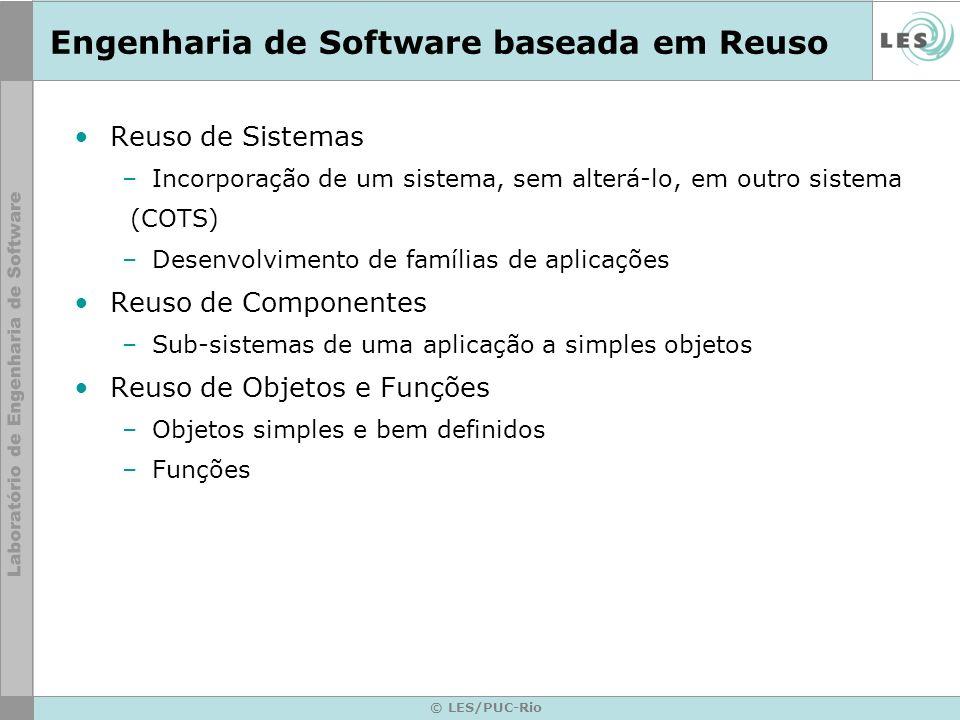 © LES/PUC-Rio Engenharia de Software baseada em Reuso Reuso de Sistemas –Incorporação de um sistema, sem alterá-lo, em outro sistema (COTS) –Desenvolv