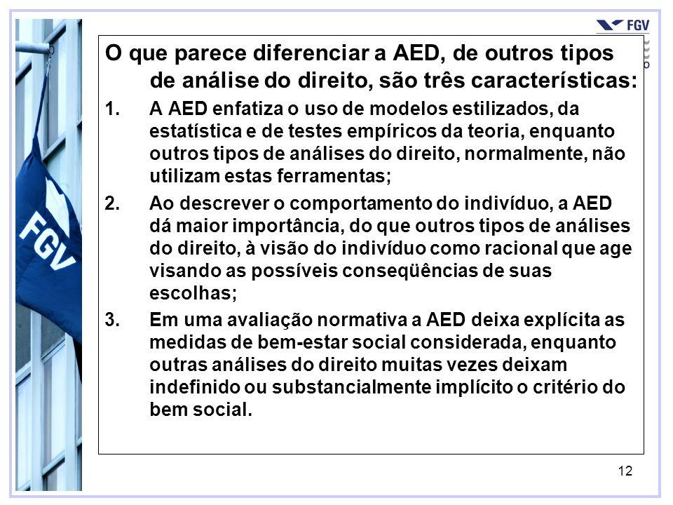 12 O que parece diferenciar a AED, de outros tipos de análise do direito, são três características: 1.A AED enfatiza o uso de modelos estilizados, da