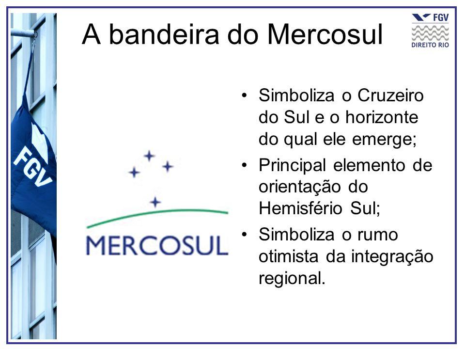 A bandeira do Mercosul Simboliza o Cruzeiro do Sul e o horizonte do qual ele emerge; Principal elemento de orientação do Hemisfério Sul; Simboliza o r