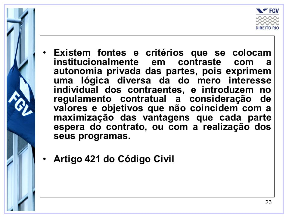 23 Existem fontes e critérios que se colocam institucionalmente em contraste com a autonomia privada das partes, pois exprimem uma lógica diversa da d