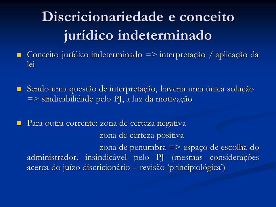 Discricionariedade e conceito jurídico indeterminado Conceito jurídico indeterminado => interpretação / aplicação da lei Conceito jurídico indetermina