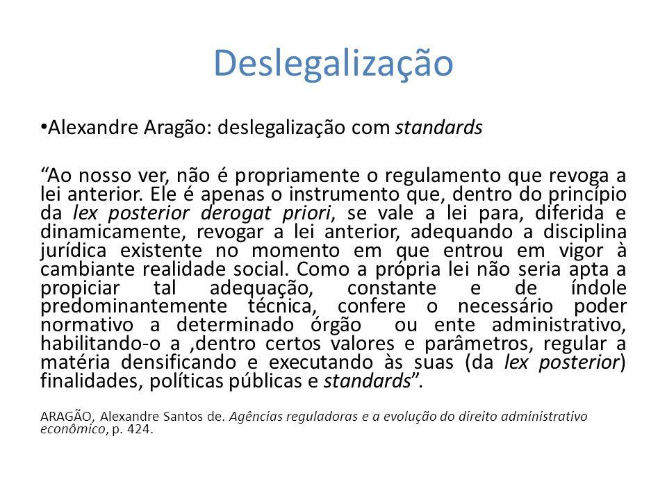 Deslegalização Alexandre Aragão: deslegalização com standards Ao nosso ver, não é propriamente o regulamento que revoga a lei anterior. Ele é apenas o