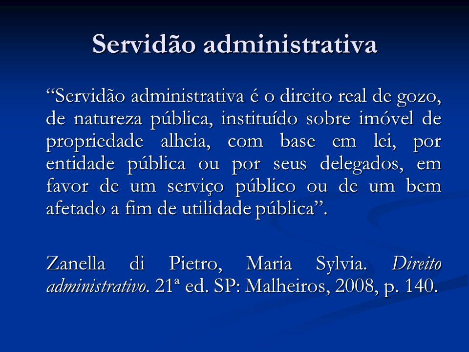 Servidão administrativa Servidão administrativa é o direito real de gozo, de natureza pública, instituído sobre imóvel de propriedade alheia, com base