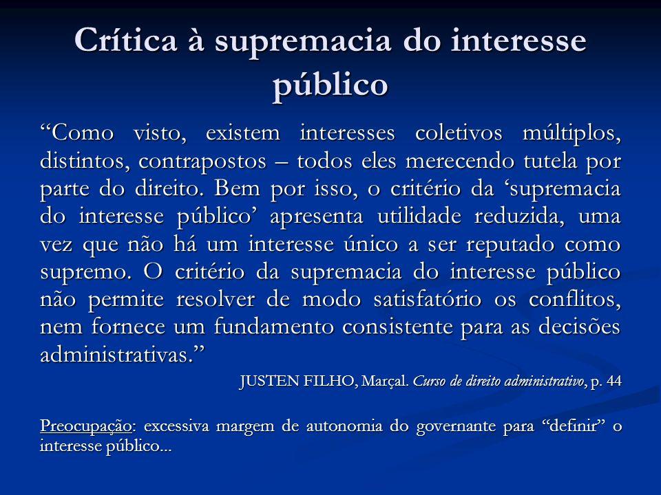 Crítica à supremacia do interesse público Como visto, existem interesses coletivos múltiplos, distintos, contrapostos – todos eles merecendo tutela por parte do direito.