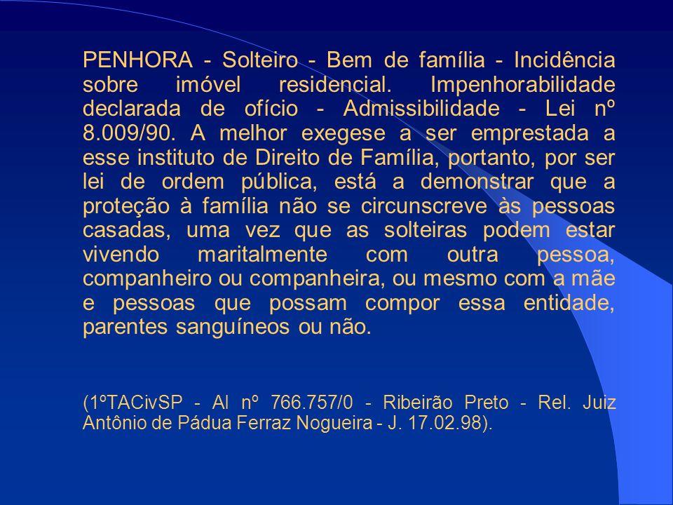 PENHORA - Solteiro - Bem de família - Incidência sobre imóvel residencial. Impenhorabilidade declarada de ofício - Admissibilidade - Lei nº 8.009/90.
