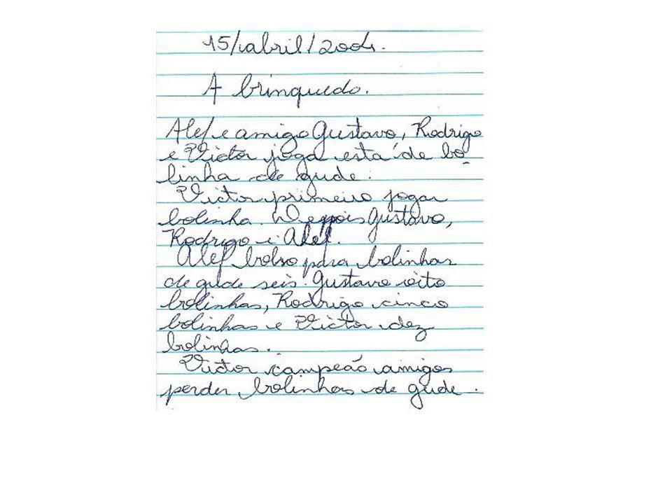Observa-se desenvolvimento significativo no uso da escrita pelo menino no prazo de um ano.