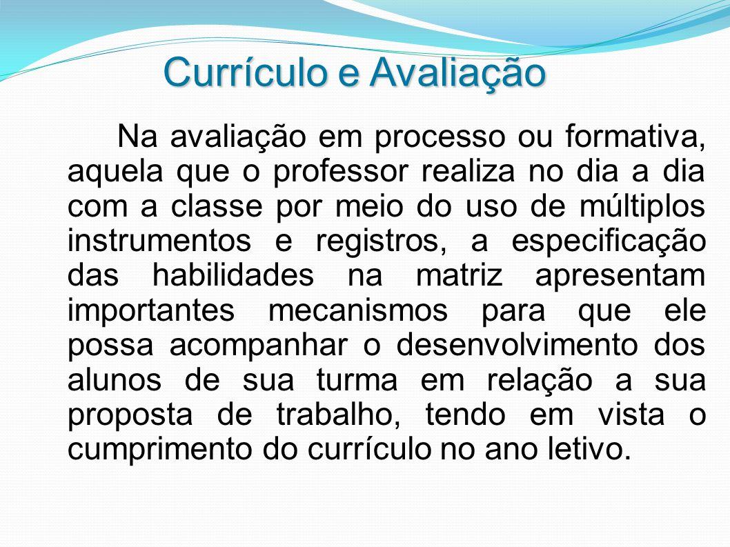 Currículo e Avaliação Na avaliação em processo ou formativa, aquela que o professor realiza no dia a dia com a classe por meio do uso de múltiplos ins