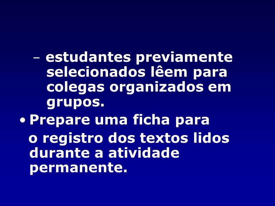 – estudantes previamente selecionados lêem para colegas organizados em grupos.