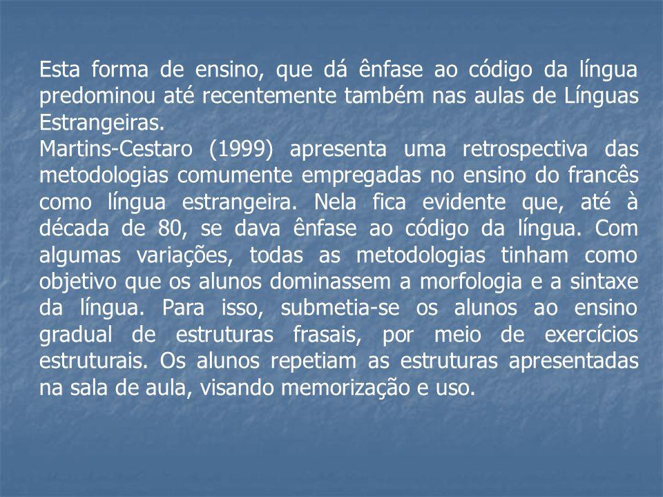 Esta forma de ensino, que dá ênfase ao código da língua predominou até recentemente também nas aulas de Línguas Estrangeiras. Martins-Cestaro (1999) a