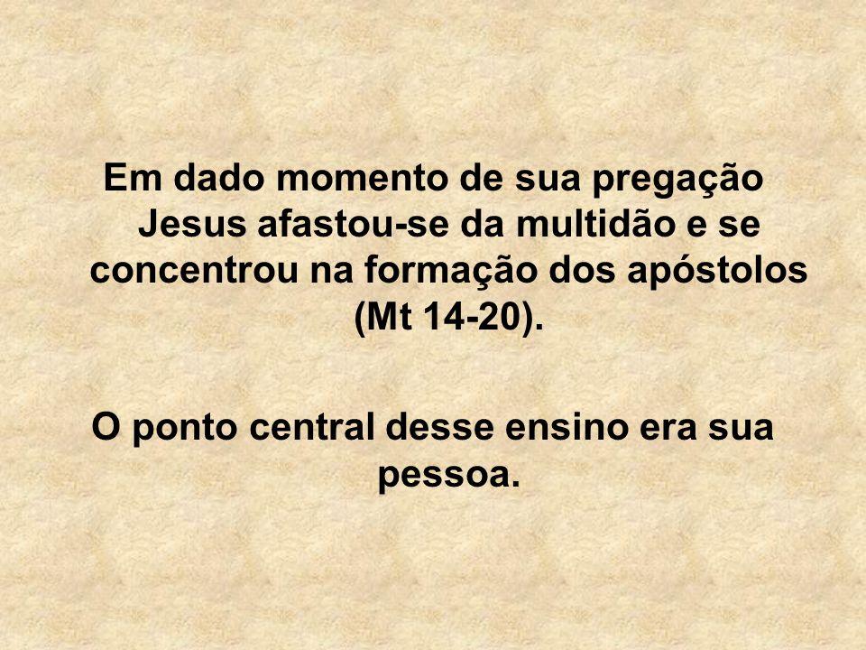 Em dado momento de sua pregação Jesus afastou-se da multidão e se concentrou na formação dos apóstolos (Mt 14-20). O ponto central desse ensino era su