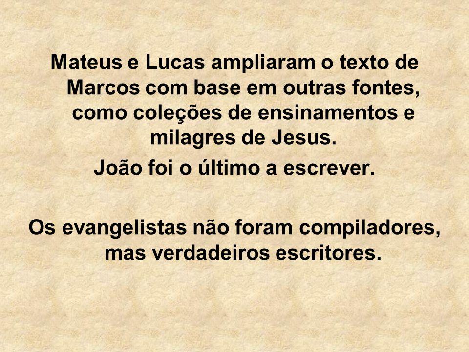 Mateus e Lucas ampliaram o texto de Marcos com base em outras fontes, como coleções de ensinamentos e milagres de Jesus. João foi o último a escrever.