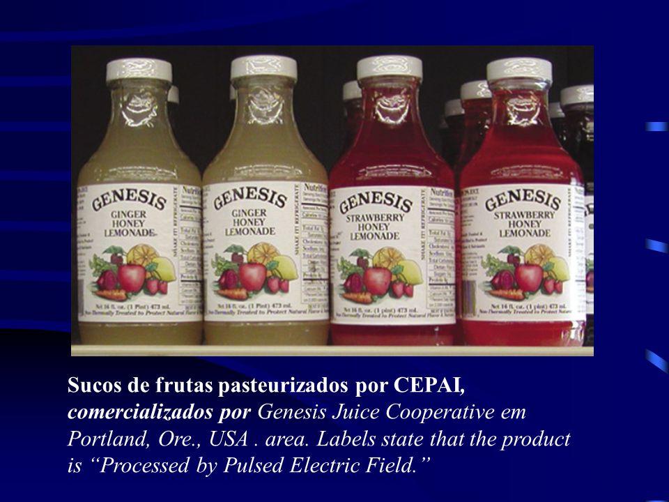 Sucos de frutas pasteurizados por CEPAI, comercializados por Genesis Juice Cooperative em Portland, Ore., USA. area. Labels state that the product is