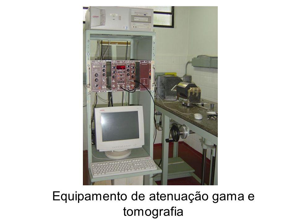 Equipamento de atenuação gama e tomografia