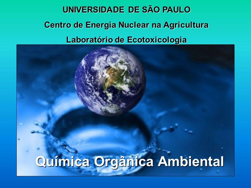 CONTAMINAÇÃO DA VIDA AQUÁTICA POR COMPOSTOS ORGÂNICOS Dra Rosana Maria de Oliveira Freguglia Mestre em Ciência e Tecnologia de Alimentos – ESALQ/USP;Mestre em Ciência e Tecnologia de Alimentos – ESALQ/USP; Doutorado em Ciências Aplicada à Energia Nuclear - CENA/USP;Doutorado em Ciências Aplicada à Energia Nuclear - CENA/USP; Pós Doutorado em Ecologia Aplica pelo CENA/USPPós Doutorado em Ecologia Aplica pelo CENA/USP