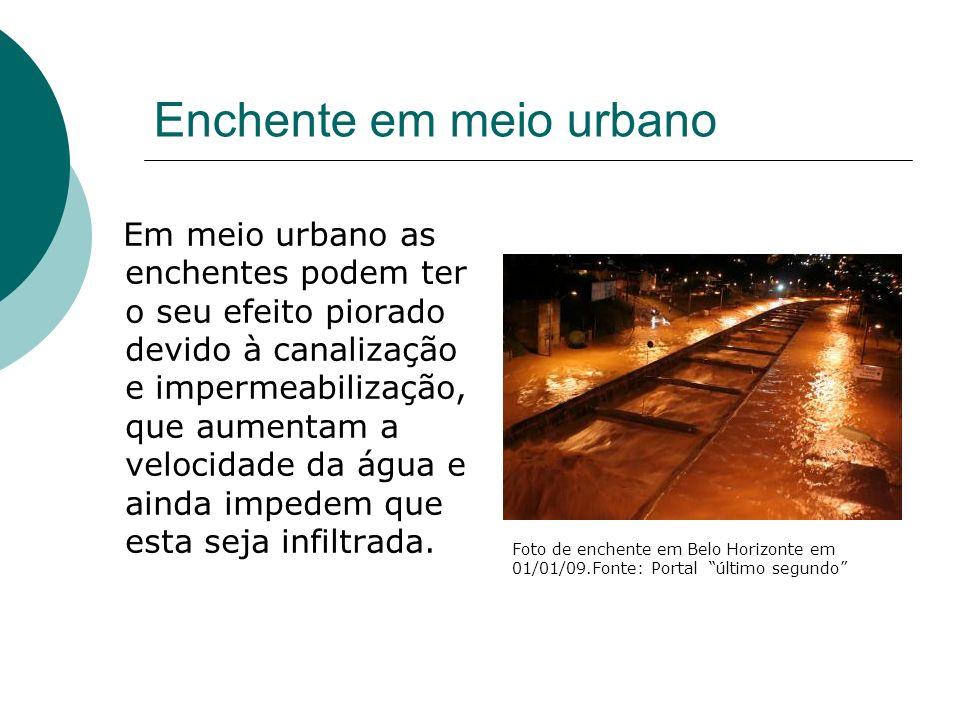 Enchente em meio urbano Em meio urbano as enchentes podem ter o seu efeito piorado devido à canalização e impermeabilização, que aumentam a velocidade