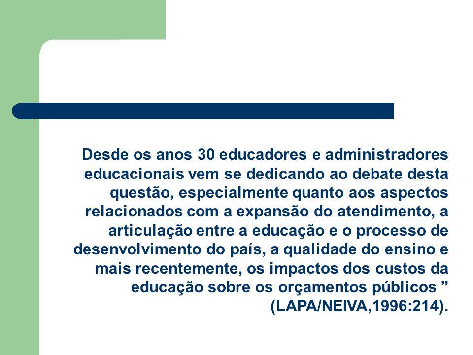 Desde os anos 30 educadores e administradores educacionais vem se dedicando ao debate desta questão, especialmente quanto aos aspectos relacionados co