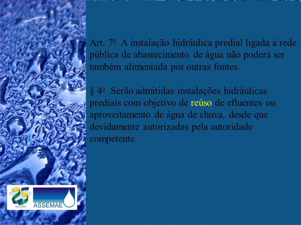 Art. 7 o A instalação hidráulica predial ligada à rede pública de abastecimento de água não poderá ser também alimentada por outras fontes. § 4 o Serã