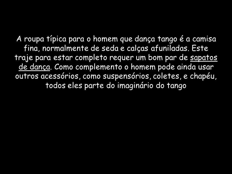 A roupa típica para o homem que dança tango é a camisa fina, normalmente de seda e calças afuniladas. Este traje para estar completo requer um bom par
