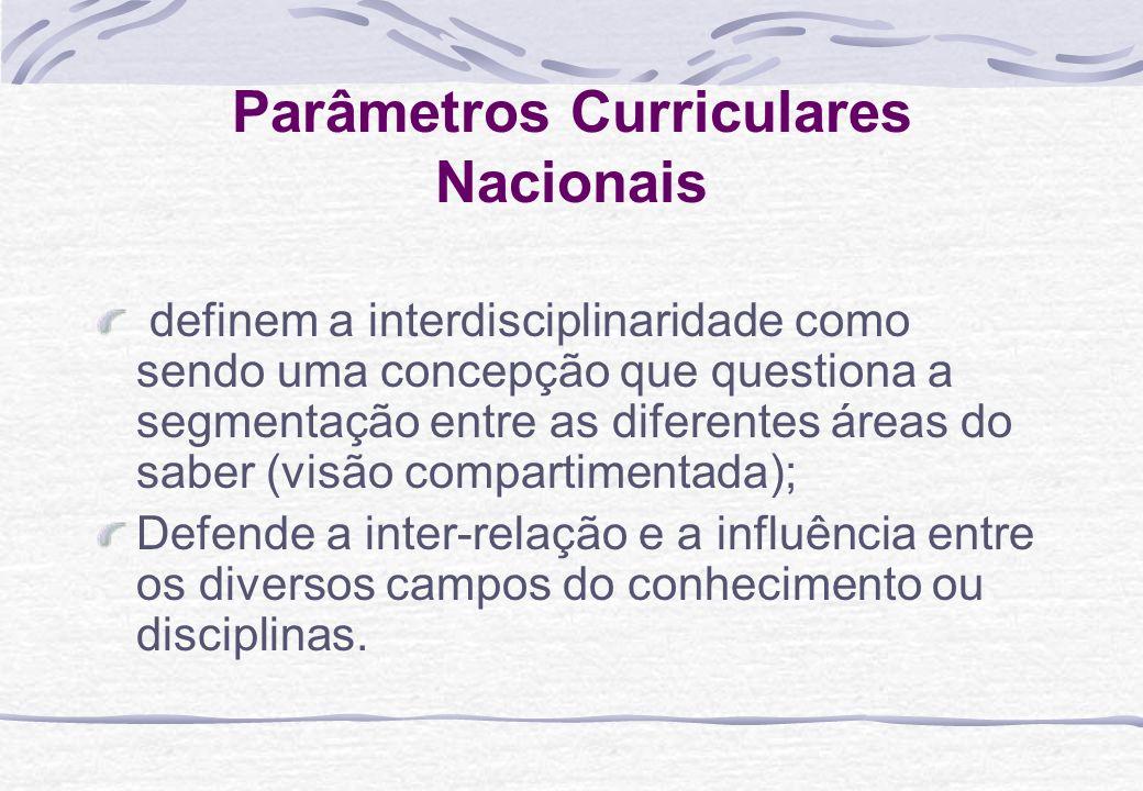Parâmetros Curriculares Nacionais definem a interdisciplinaridade como sendo uma concepção que questiona a segmentação entre as diferentes áreas do sa