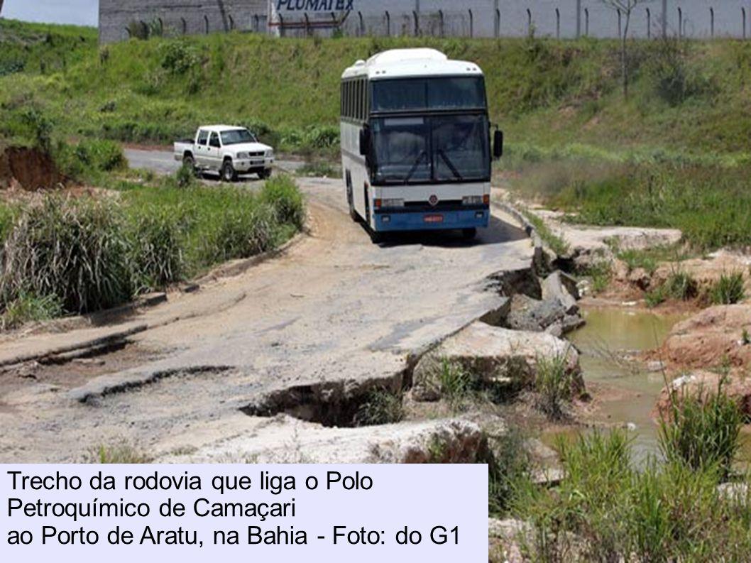 Situação da BR-163 é pior no Eatado do Pará, onde a estrada está abandonada Trecho da rodovia que liga o Polo Petroquímico de Camaçari ao Porto de Ara