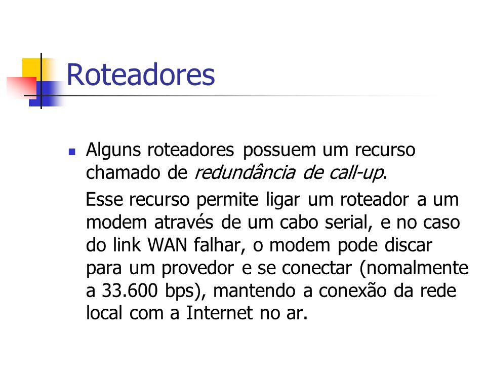 Roteadores Alguns roteadores possuem um recurso chamado de redundância de call-up. Esse recurso permite ligar um roteador a um modem através de um cab