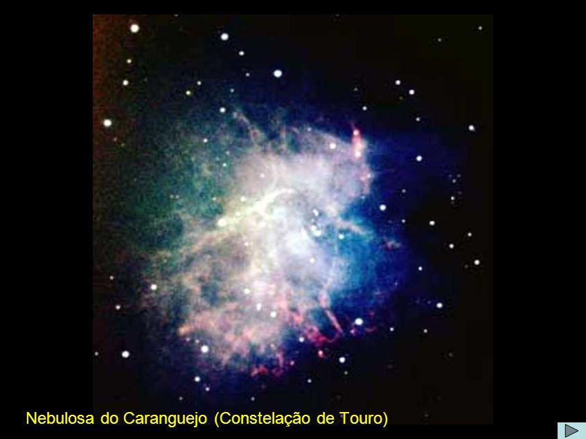 Nebulosa do Caranguejo Comentário: A nebulosa formou-se em Julho de 1054, quando uma estrela ejectou a maioria da sua massa numa explosão supernova.