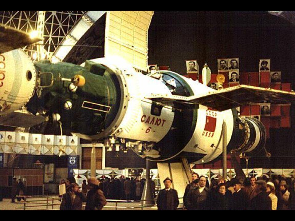 STS 1 O primeiro vôo de um veículo reutilizável Lançamento Veículo Astronautas 12 de Abril de 1981 Columbia John W.
