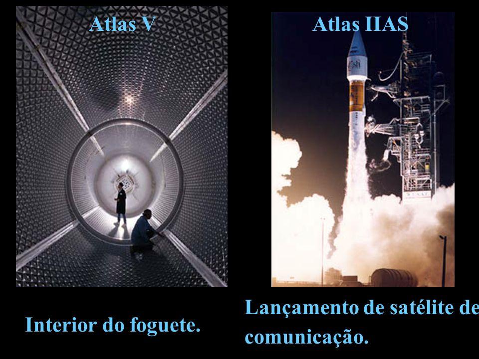 Lançamento de satélite de comunicação. Interior do foguete. Atlas IIASAtlas V