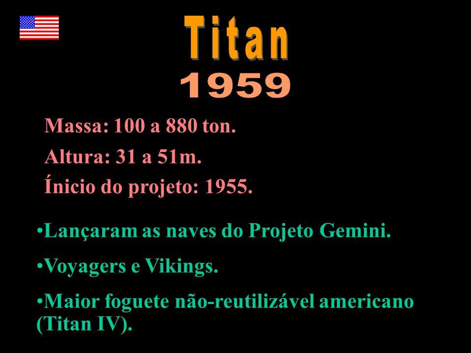 Massa: 100 a 880 ton. Altura: 31 a 51m. Ínicio do projeto: 1955. Lançaram as naves do Projeto Gemini. Voyagers e Vikings. Maior foguete não-reutilizáv