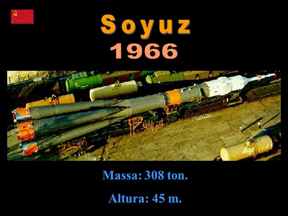 Massa: 308 ton. Altura: 45 m.