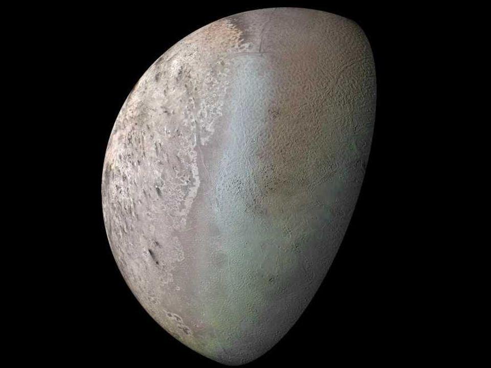 orbita: 5 913 520 000 km (39.5 UA) ao Sol (média) diâmetro: 2274 km densidade: 2000 kg/m^3 Plutão Plutão e Caronte